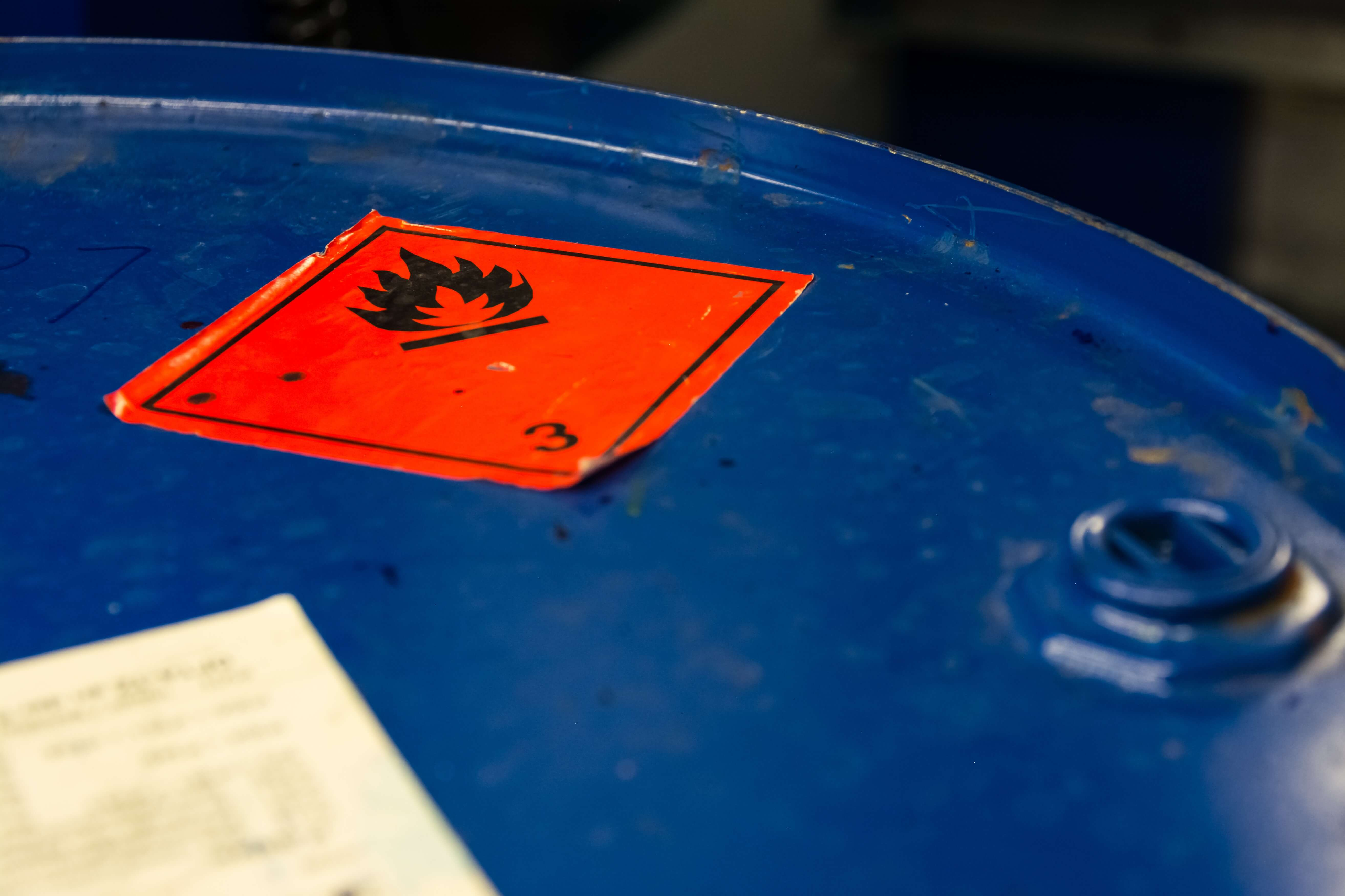 How to store flammable liquids and oxidising agents in a compliant manner