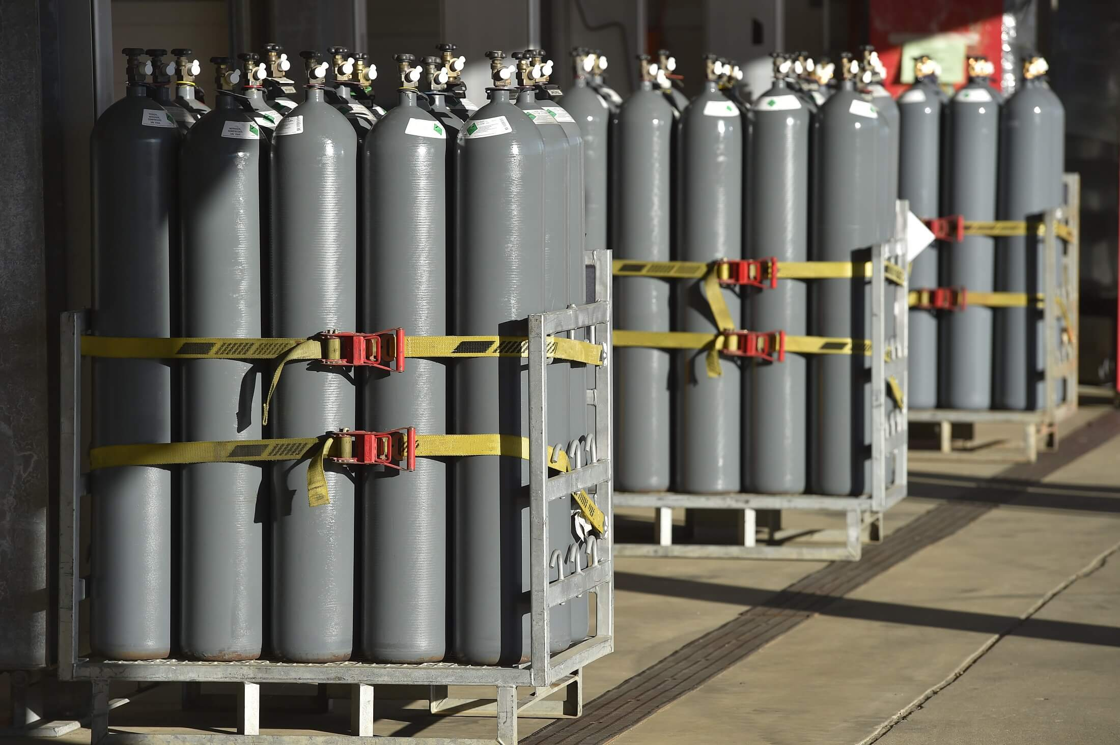 How to safely store gas cylinders in the workplace