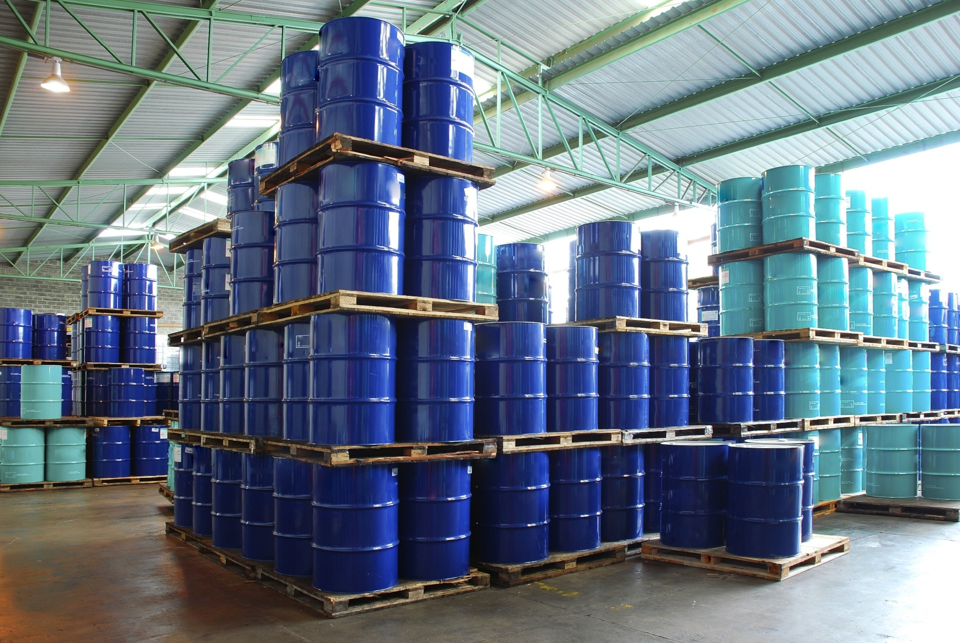 Safety precautions for the storage of flammable liquids in the workplace